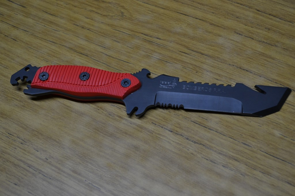 El cuchillo bombero donado por Alfredo Hey.
