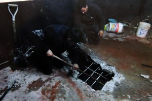 Secuestran 650 tizas de cocaína ocultas en el piso y almohadones de un salón de fiestas en el Conurbano.