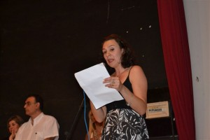 La profesora Graciela Paz en las palabras de despedida a la promoción 2013.