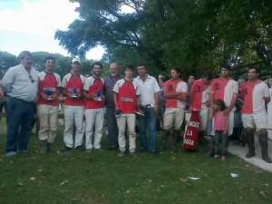 Jugadores del El Relincho y Fogón-Las Heras durante la entrega de premios en Campo de Mayo.
