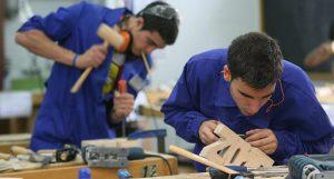 Promover el empleo juvenil e incubadoras de empresas