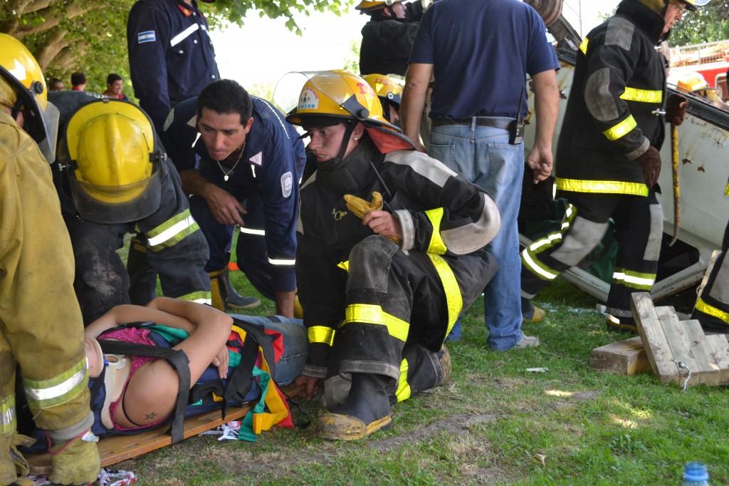 Entrenamientos de rescate vehicular, uno de los simulacros realizados en Rawson.
