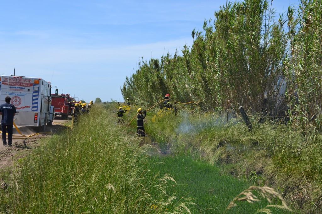 Otra imagen en simulacro de incendio de malezas.