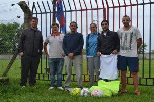 Entrega de materiales al Club San Lorenzo para entrenamiento.