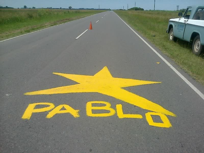 La estrella que recuerda a Pablo Orellanos en el acceso a Rawson.