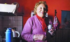 Un amor prohibido. Eva Paole, ayer, en su casa. Su madre fue mucama y amante del millonario. /walter brandimarte