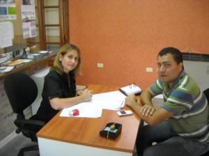 Felice junto a la Dra. Carolina Olmos.
