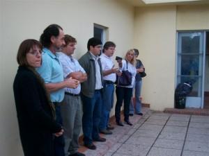María Julia Fernández –la primera desde la izquierda- en un acto realizado en la Escuela Media Nº 2 de Rawson con motivo de la entrega de un telescopio en el año 2010 y otras autoridades.