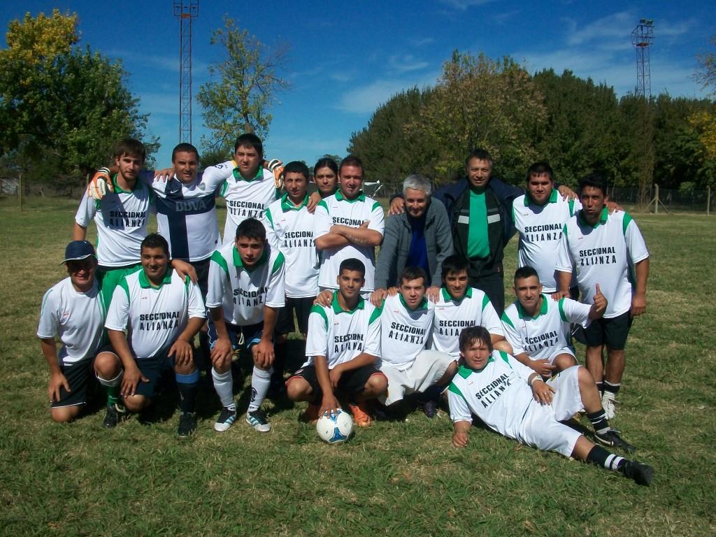 Uno de los quipos de Unión Ferroviaria Seccional Alianza – Santos Lugares que jugó en Rawson.