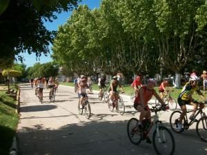 Más de 30 ciclistas en el comienzo de los festejos por los 127 años de la fundación de Rawson.