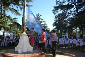 Izamiento del Pabellón Nacional.