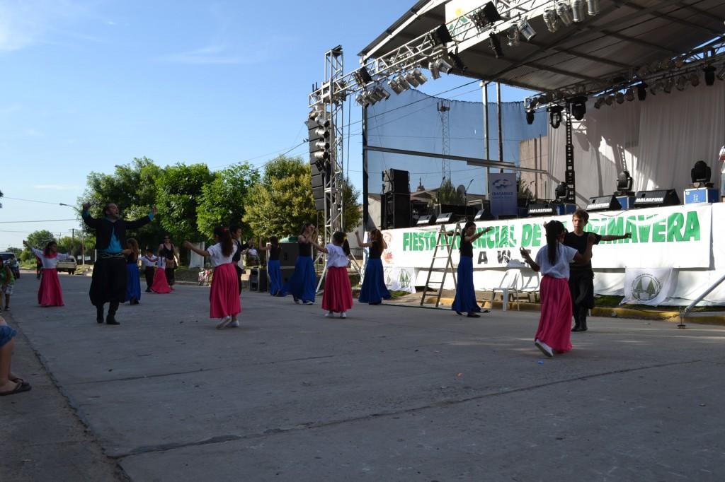 Taller de Folklore de la Escuela de Actividades Culturales, a cargo de los profesores María Burgos y Damián Granados.