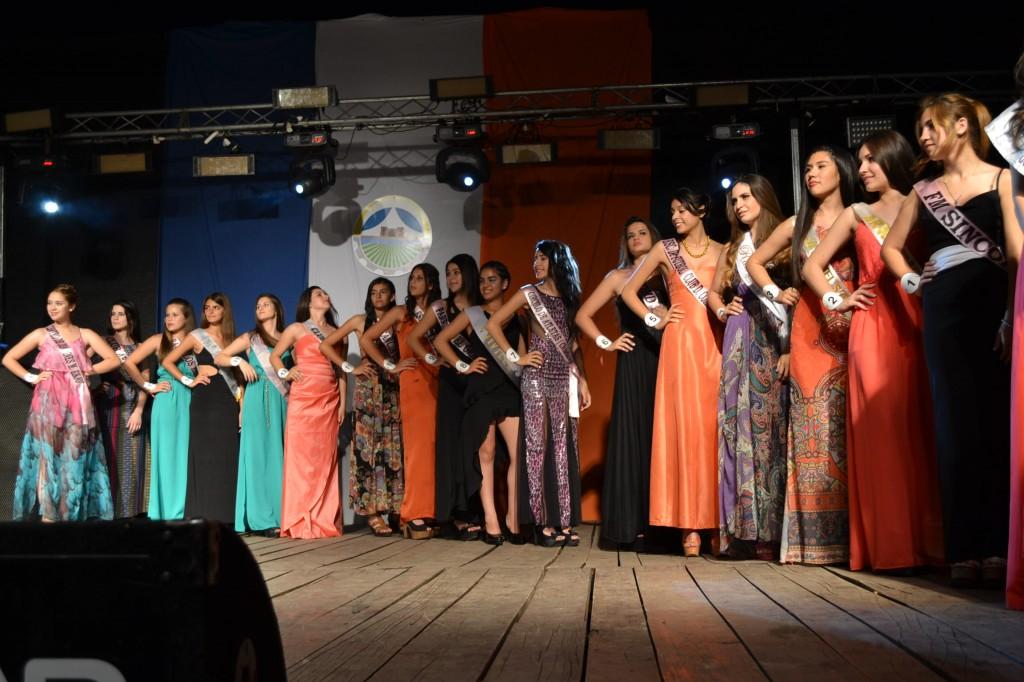 Las 17 aspirantes a Reina de la Fiesta Nacional del Pastel.