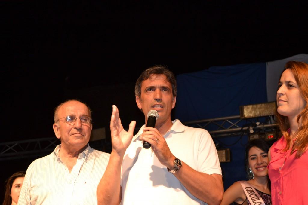 El Intendente de Carmen de Areco, Marcelo Skansi, anunciando que por Resolución 3093 del Ministerio de Turismo de la Nación,  la fiesta de Gouin, es declarada cómo fiesta nacional.