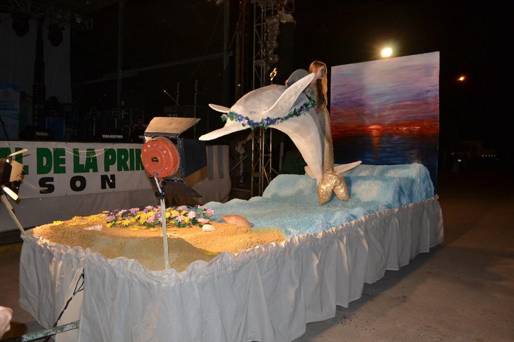 """Carroza Nº 5: """"Destellos de Primavera"""", representado a la comisión organizadora de la Fiesta."""
