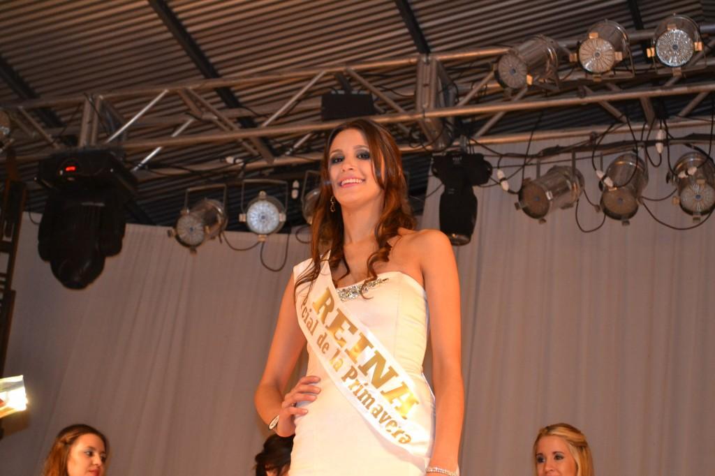 Analía Bromo, de 22 años, de Lincoln, Reina de la XXXI Fiesta Provincial de la Primavera de Rawson.