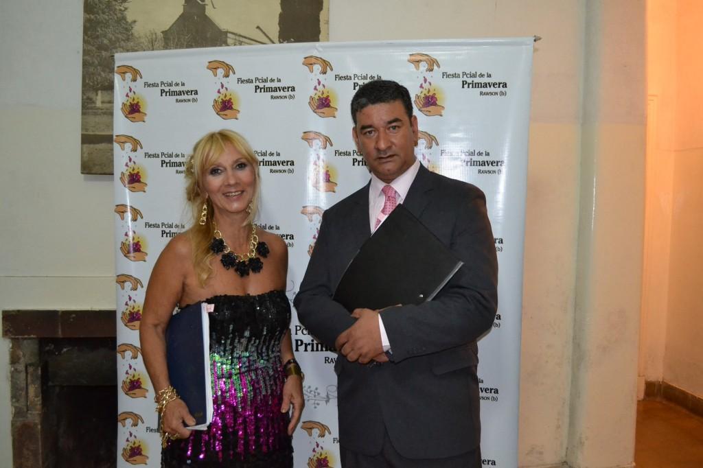 Mónica del Castillo y Gustavo Lezaun, los locutores de la fiesta.