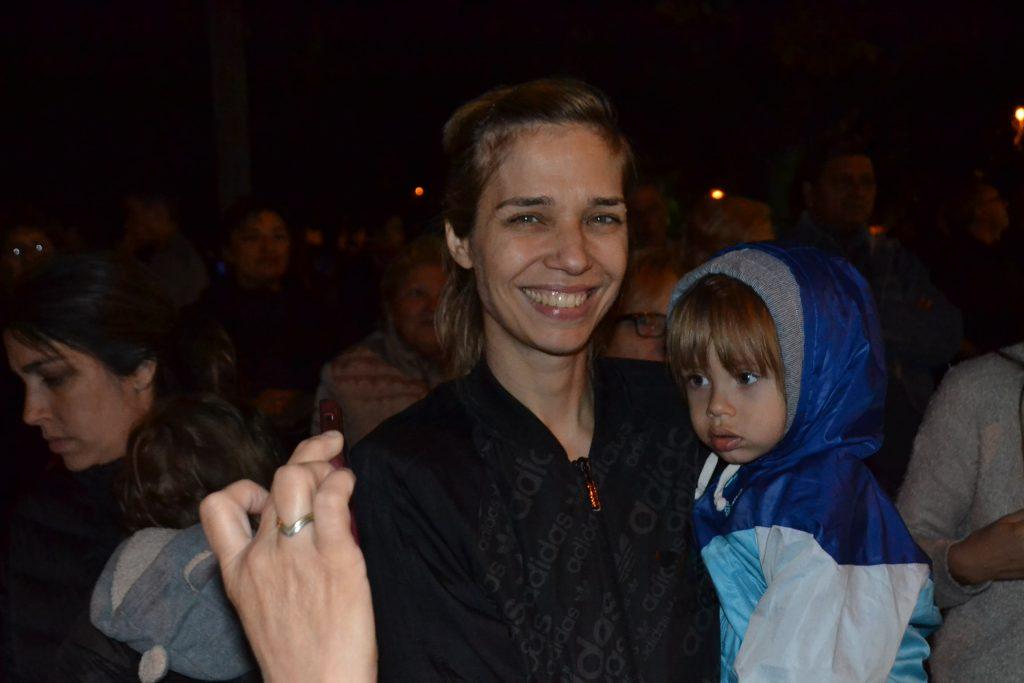 20/11/17- La modelo Lorena Ceriscioli, estuvo presente en la Fiesta de la Primavera realizada en  Rawson. En la imagen se la ve junto a su hijo Gennaro.