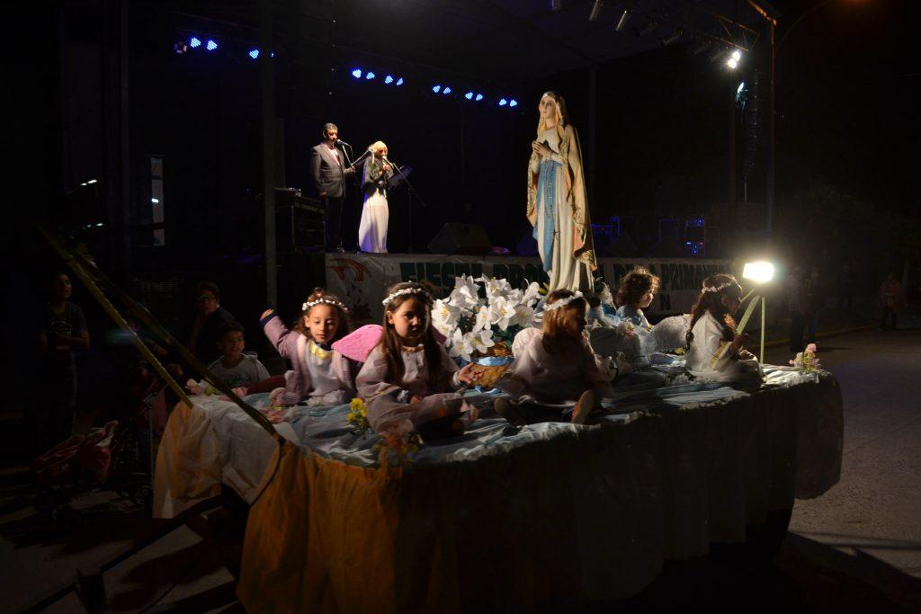 Carroza de la Iglesia Inmaculada Concepción, abrió el desfile.