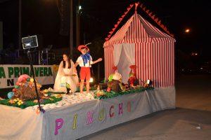 """3º Puesto; Carroza nº 1, representaba a la Cooperadora del Hospital de Rawson, """"Las Aventuras de Pinocho""""."""