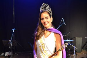 Paula Burcez, de Chivilcoy, que representaba a la Pileta del Club Sarmiento de Rawson, fue elegida Reina de la 34º Fiesta Provincial de la Primavera.