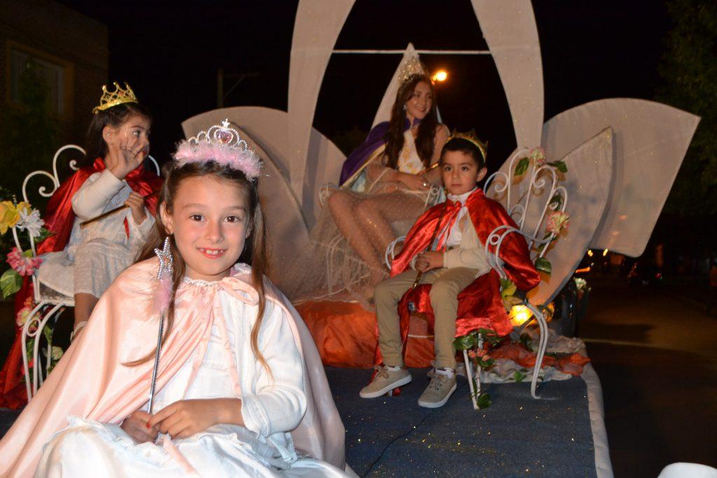 Hada Primavera y Pimpollitos 2019/2020, Martina Correa, Juanita Reynoso y Agustín Cabral, junto a la Reina de la XXXV Fiesta Provincial de la Primavera, Oriana Roldán