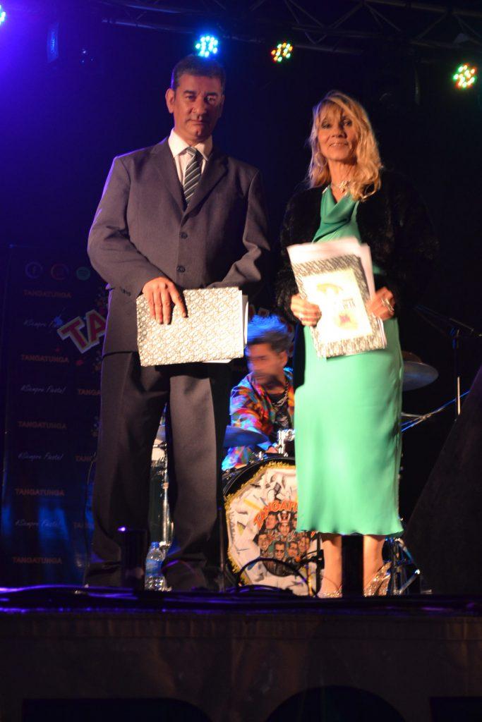 Gustavo Lezaun y Mónica del Castillo, animadores de la fiesta