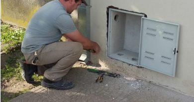 Gasista matriculado realizando instalación en domicilio de Rawson