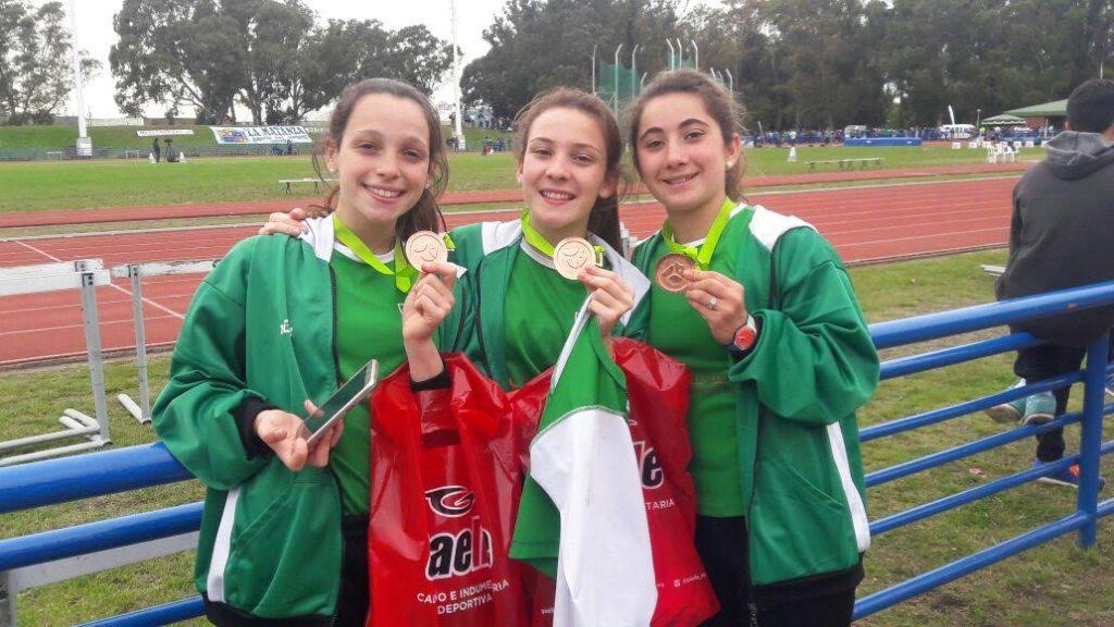 6/10/16- Manuela Pérez, Gianna Cirulli, Juanita Zanlngo y Marisol Leguizamón, obtuvieron medalla de bronce en Posta 4x100 Cadetes Femeninos en la final de la especialidad de los Juegos Bonaerenses 2016. Necochea se quedó con el Oro.