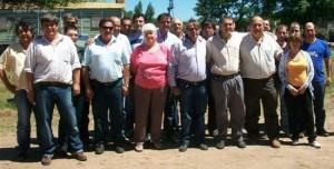 Los empleados Municipales de Castilla junto a Darío Golía.