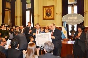 """Darío Golía recibió hoy el """"Reconocimiento a la Buena Gestión Municipal 2011"""" en el Senado Nacional."""