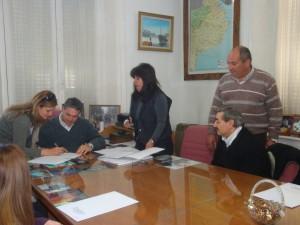 Entrega de terrenos a empleados municipales de Chacabuco.