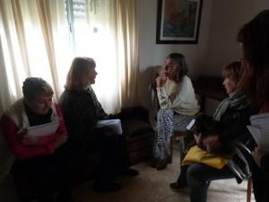 Graciela Rodríguez con vecinos de Chacabuco.