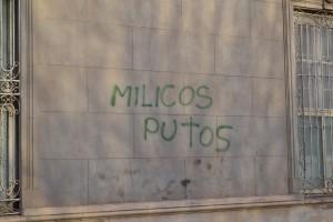 Uno de los graffitis aparecidos en Rawson, el mismo corresponde a Casa Santa Ana.