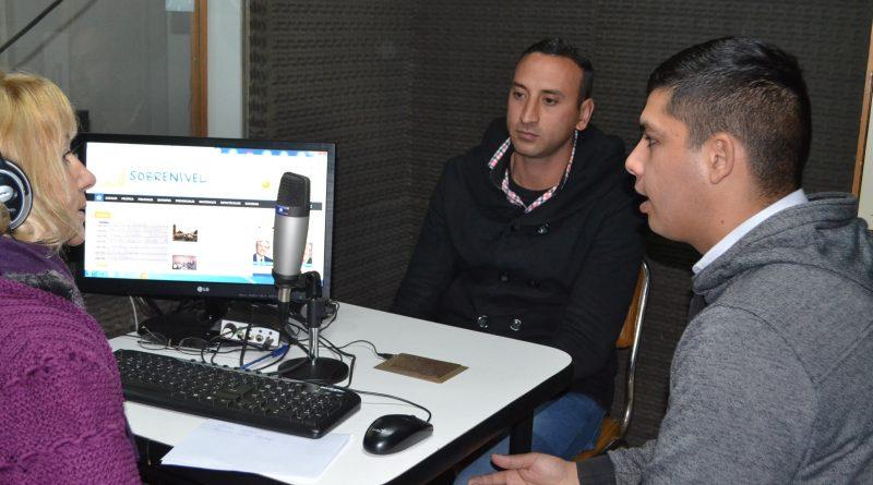 Rocha y Oriz Chaliup en la entrevista con del Castillo en la radio de Rawson