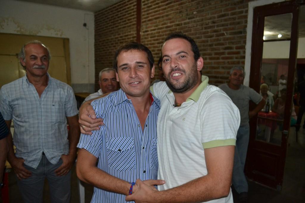 Lucas Castro junto a unos de loshijos de Granados, Damián.