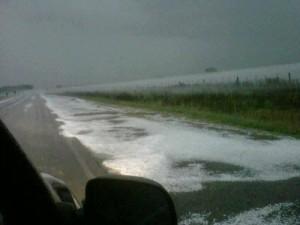 Esta imagen pertenece al granizo que cayó sobre Ruta Provincial 51 y cruce con la 42. Foto gentileza Carolina Pinard,