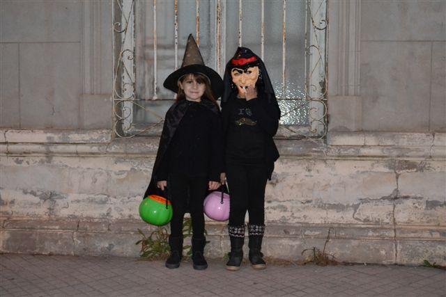 Dos niñas durante Halloween.