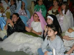 Niños durante la Noche de Santos.