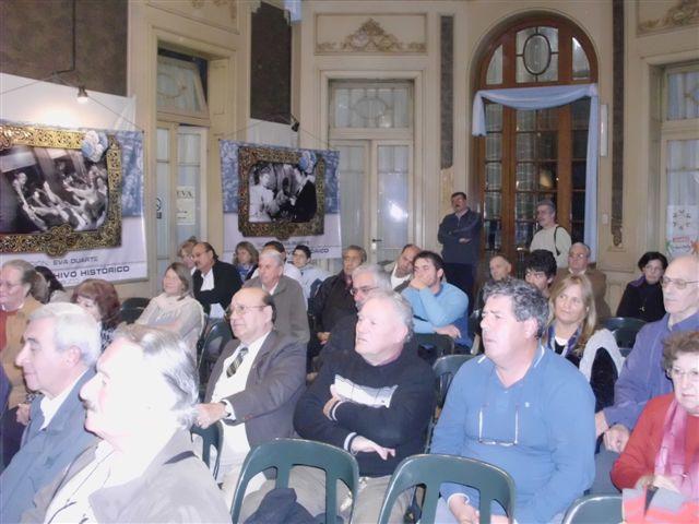 Parte de los presentes a la charla brindada por el ingeniero Alfredo Hey en la Casa de la Cultura de Chacabuco. Foto gentileza: elsitiodechacabuco.com.ar