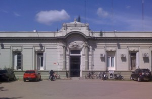 Frente del Hospital de Carmen de Areco.