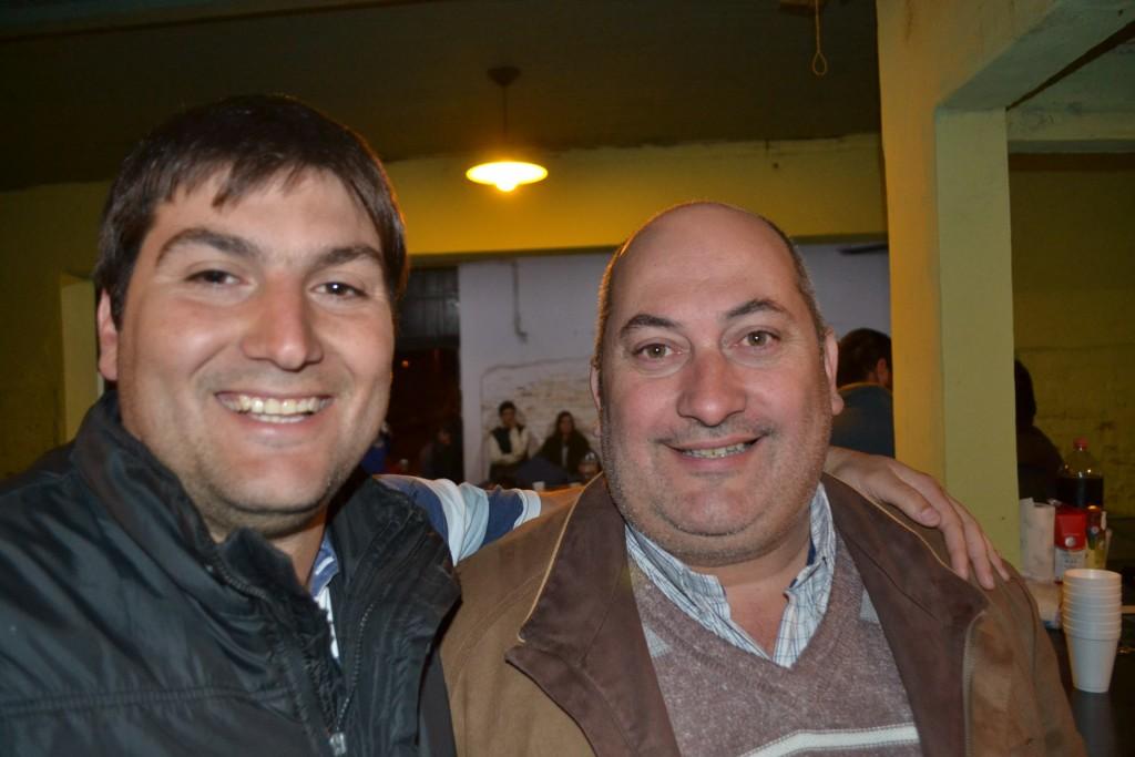 Laureano Papini y Ángel Olivetto esperando los choripanes.