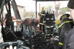 Voraz incendio acabó con la vida de dos hermanos en Agustín Roca.