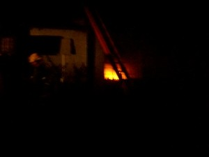 Importantes pérdidas materiales en vivienda de Castilla a causa de  un incendio.
