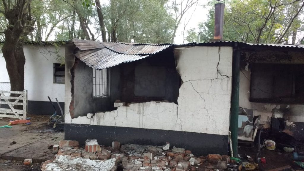 """El fuego consumió vivienda en Establecimiento """"La Negra"""""""