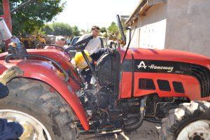 Otra imagen del tractor apenas fueron extinguidas las llamas.