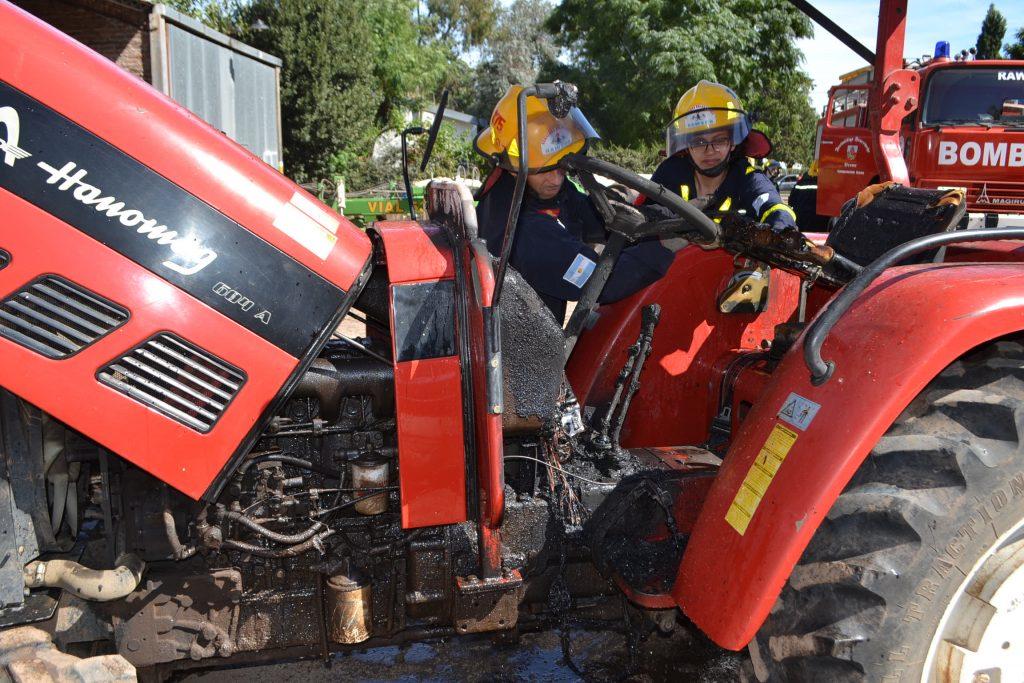 Estado en que quedó el tractor tras incendiarse.