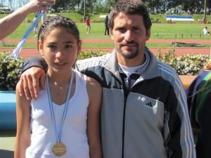 Irina junto a al profesor Marcelo Millán.