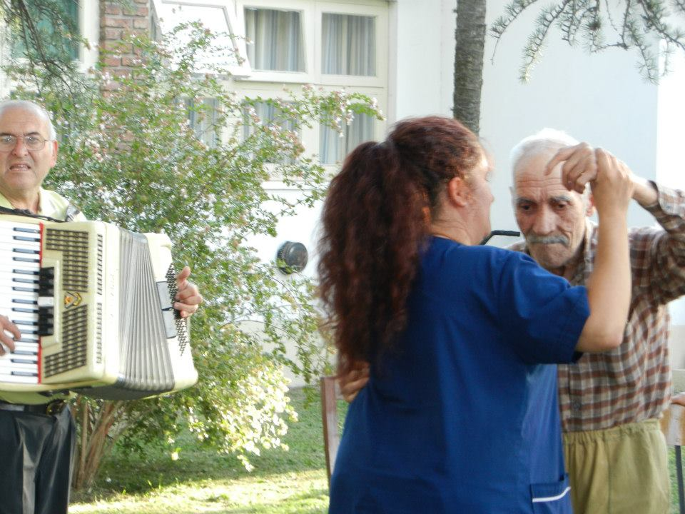 Fueron varios de los abuelos que se entusiasmaron con el baile.