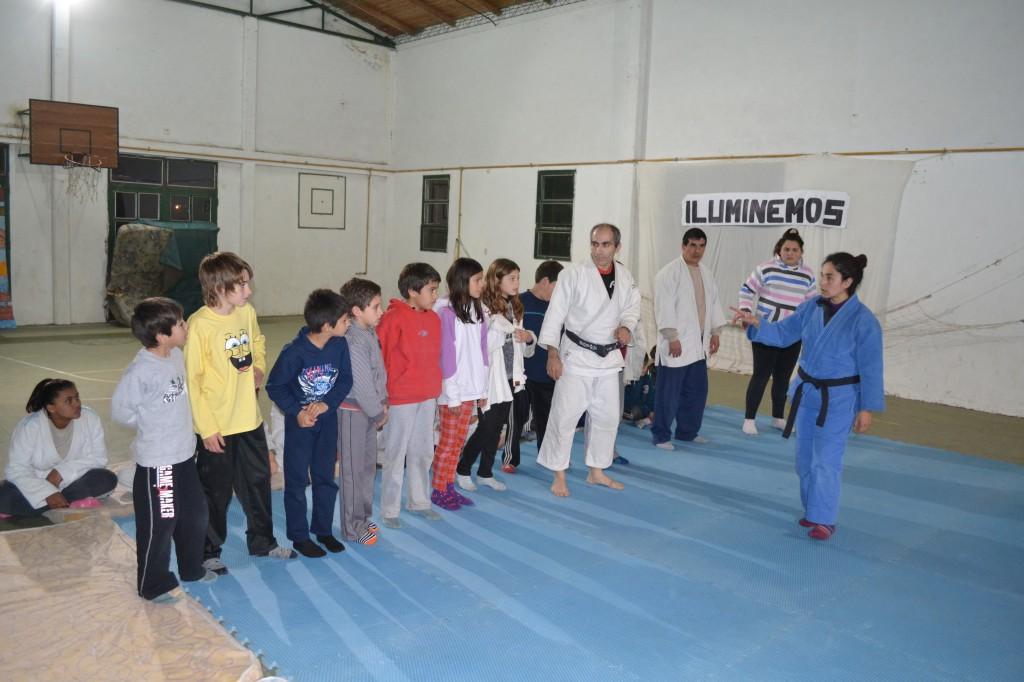 Alumnos de la Escuela de Judo de Rawson.